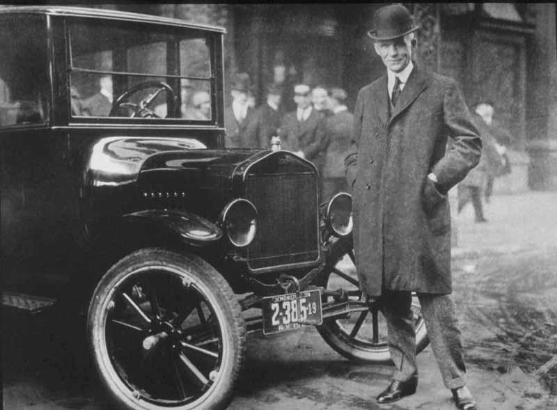 Henry Ford com seu Ford modelo T